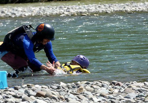川でプカプカ浮かべる!